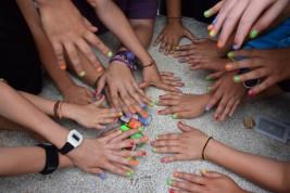 LAREDO 1-11 julio: Taller de pulseras y pintar uñas (FOTOS)
