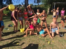 SURF Y MULTIAVENTURA 1-10 AGOSTO: Juegos de agua para refrescarnos
